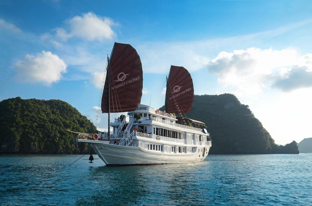 Night stay on Halong Cruise